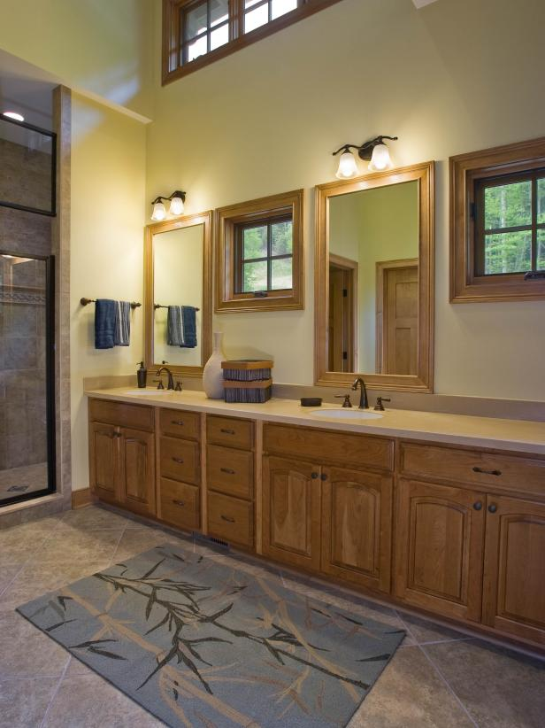 Ne7utral Traditional Master Bathroom With Double Vanity and Natural Light