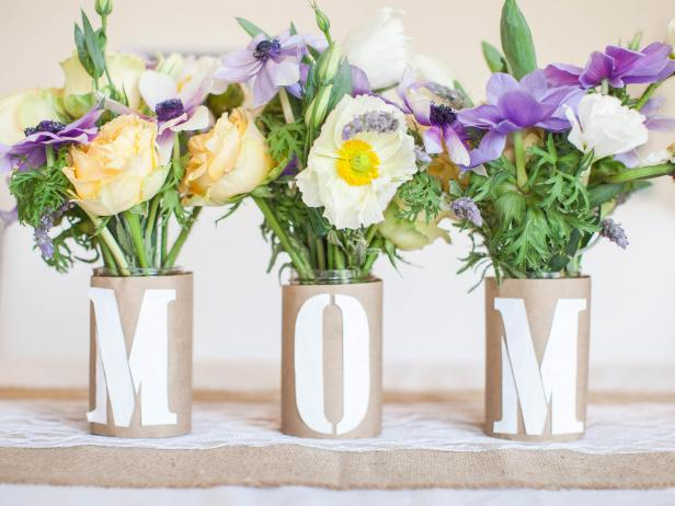 "DIY ""Mom"" Centerpiece for Mother's Day"