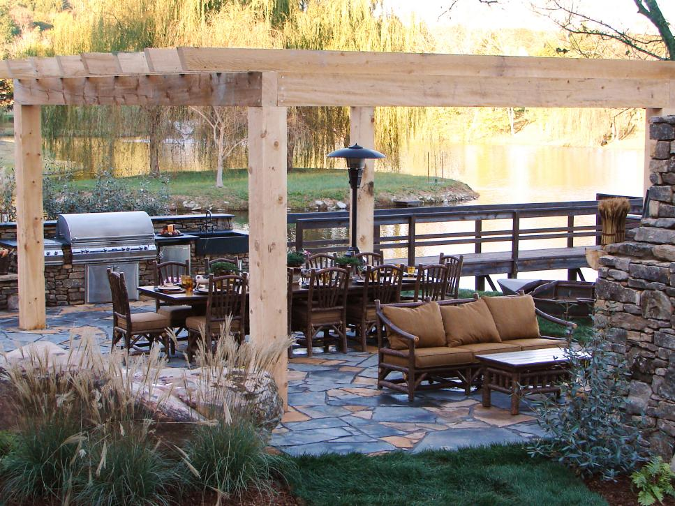 Outdoor kitchens and grilling spaces diy for Find builders in your area