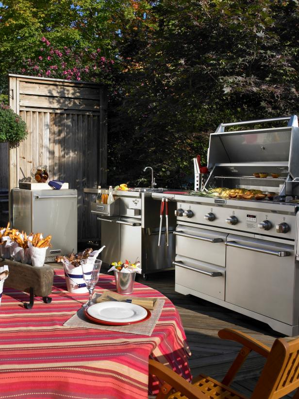 Outdoor Kitchen With KitchenAid Appliances