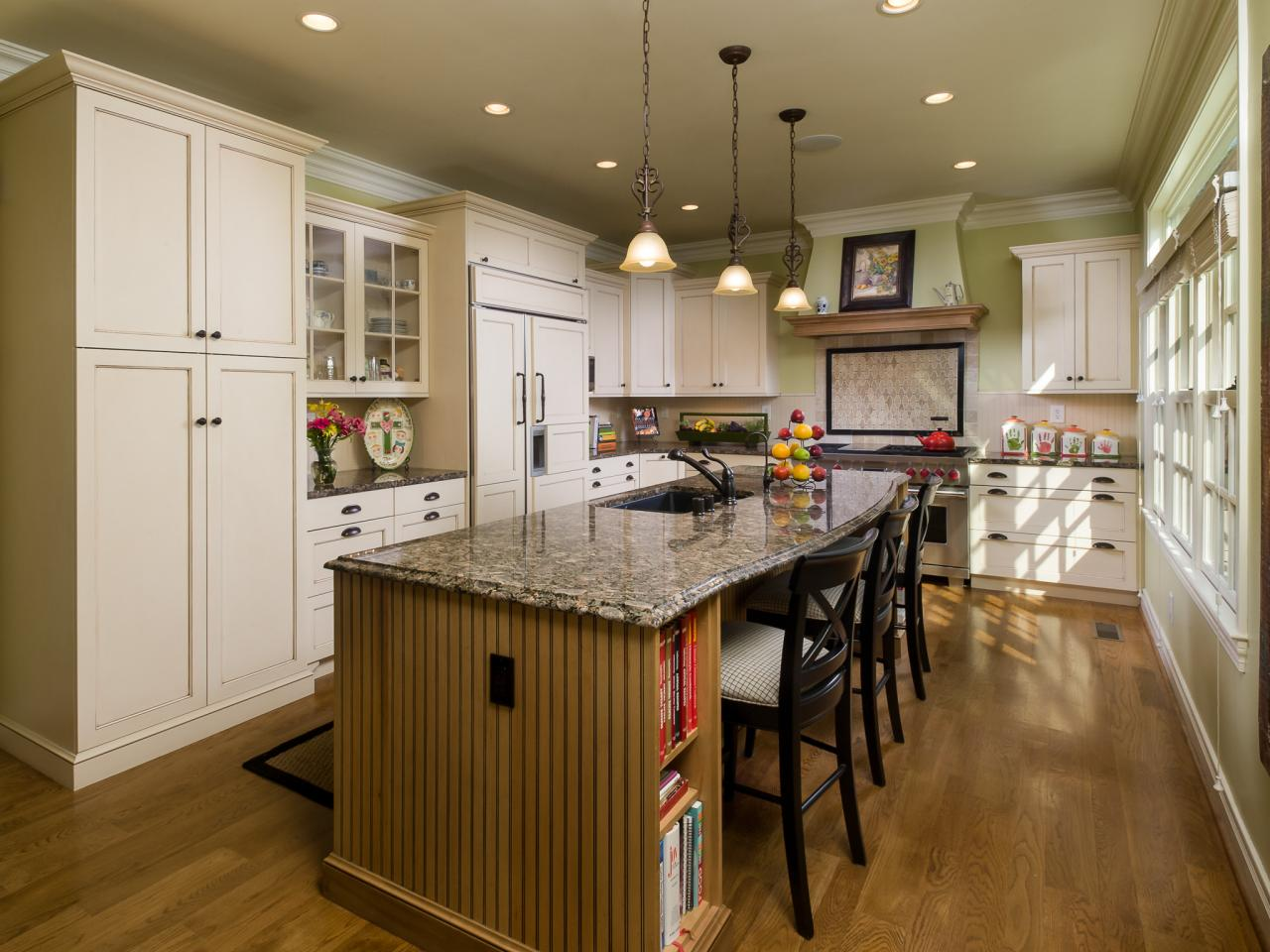 Cottage Kitchen With White Cabinets And Large Island Hgtv