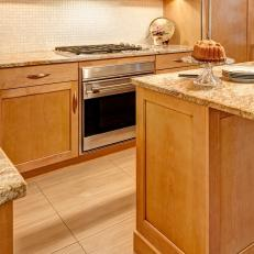 Light Tones Help Kitchen Shine