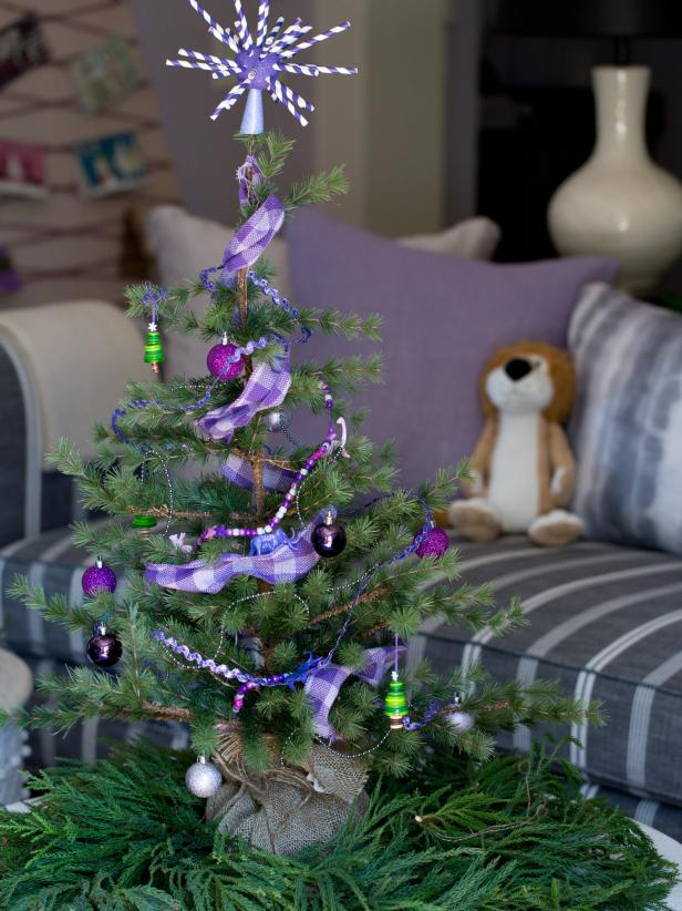 view the gallery - Small Christmas Tree Decorating Ideas