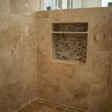 Calm, Neutral Shower With Built-in Nook