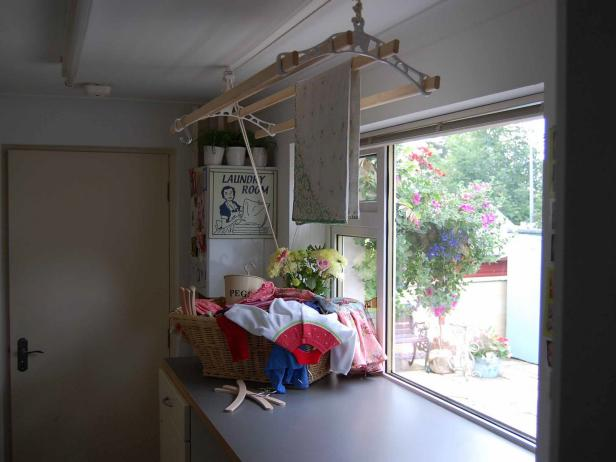 Ceiling-Mounted Laundry Drying Rack