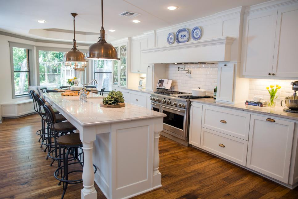 Fixer upper a big fix for a house in the woods hgtv 39 s for Kitchen ideas joanna gaines