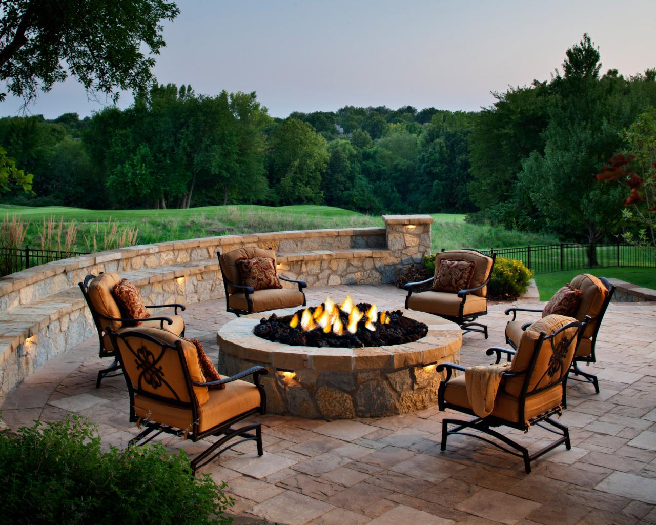 Designing a patio around a fire pit diy for Circular garden decking