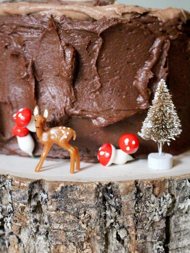 Deer and Mushrooms Ornament a Faux Bois Cake