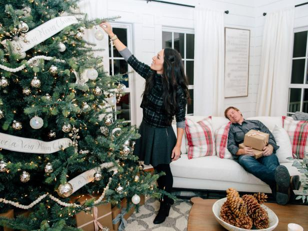 hosts chip and joanna gaines decorate the magnolia house bed breakfast for christmas as seen on fixer upper - Joanna Gaines Christmas Decor