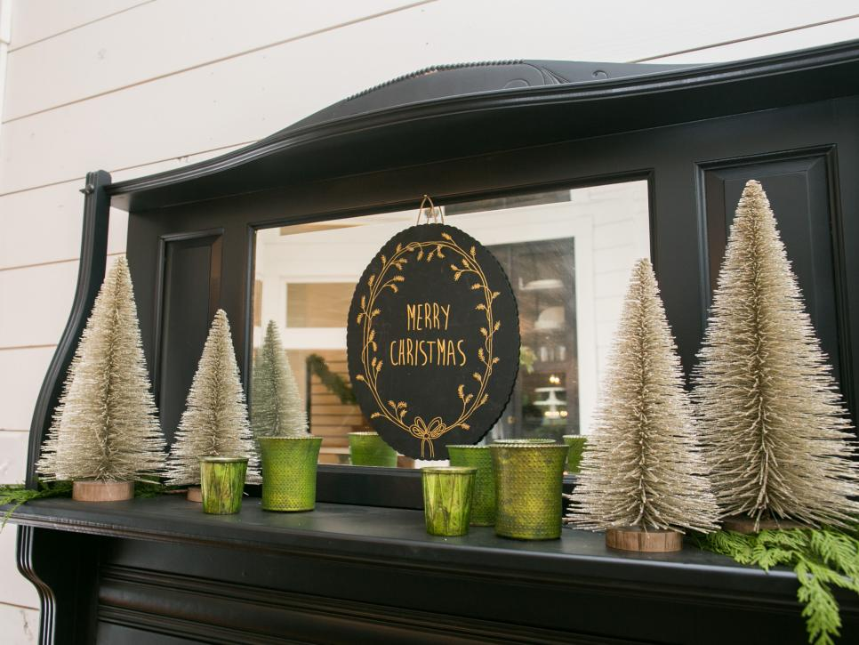 fixer upper renovation and holiday decor at magnolia house bed and breakfast hgtvs fixer upper with chip and joanna gaines hgtv - Joanna Gaines Christmas Decor