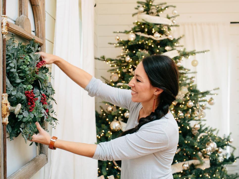 fixer upper renovation and holiday decor at magnolia house bed and breakfast hgtvs fixer upper with chip and joanna gaines hgtv - Magnolia Christmas Decor