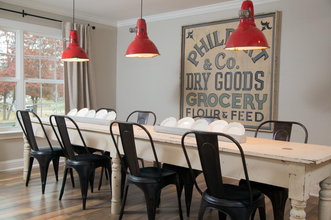 15 ways to dress up your dining room walls hgtv 39 s for Decorating a large dining room wall