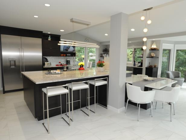 Family-Friendly Eat-In Kitchen