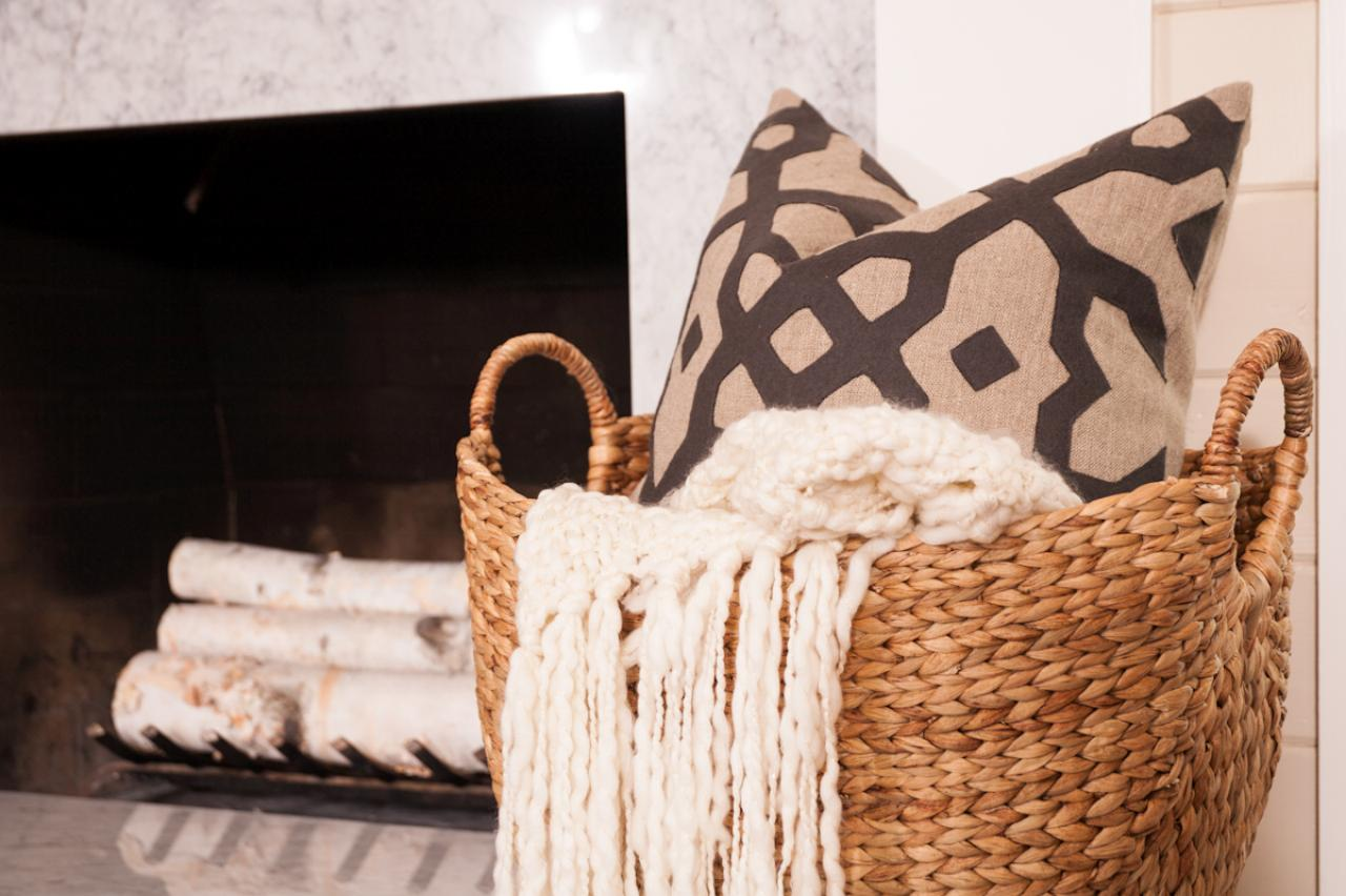 Charmant Basket With White Throw And Pillow