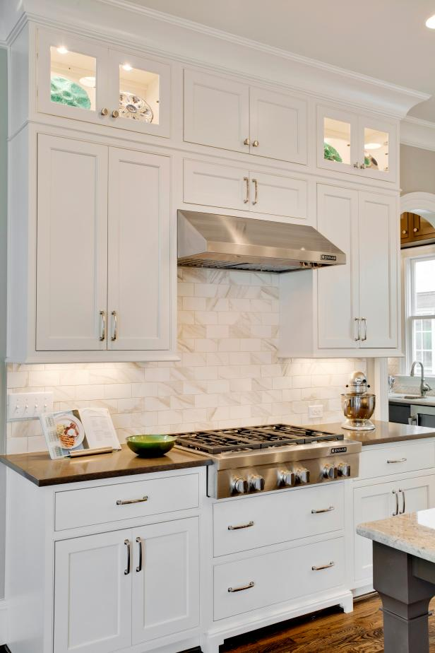 White Kitchen Cabinets With Neutral Marble Tile Backsplash