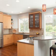 Bright Contemporary Eat-In Kitchen With Breakfast Bar