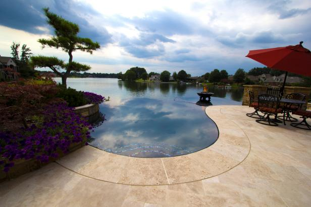 Jason Brownlee's Landscape Design Using a Reflective, Infinity Pool