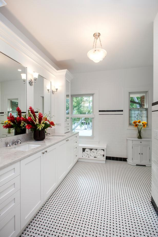 1920s Style Master Bathroom In Black And White Hgtv