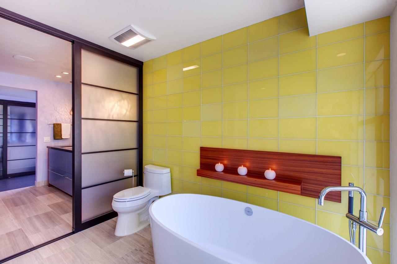 6 Monochromatic Bathrooms Designs You\'ll Love | HGTV\'s Decorating ...