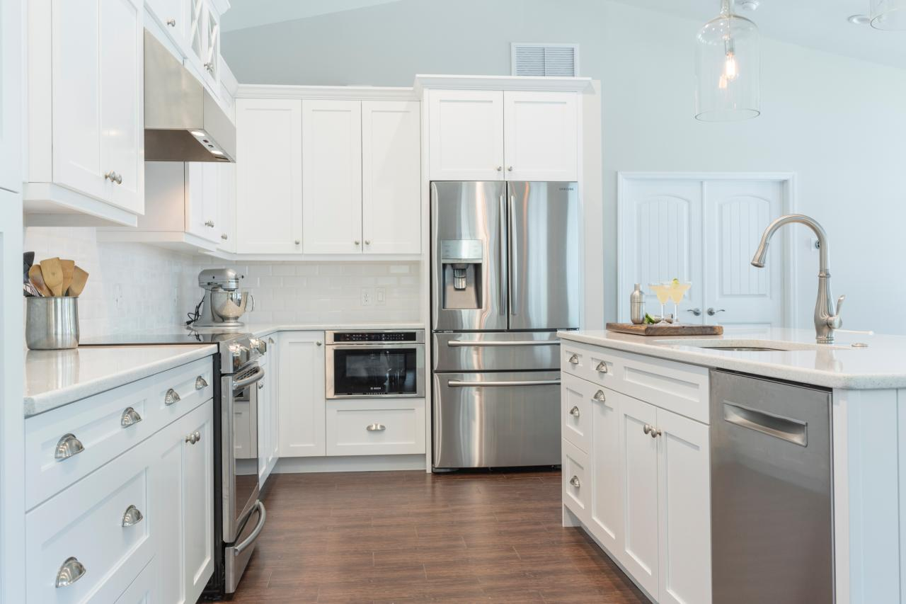 Photo page hgtv for White floor tile kitchen