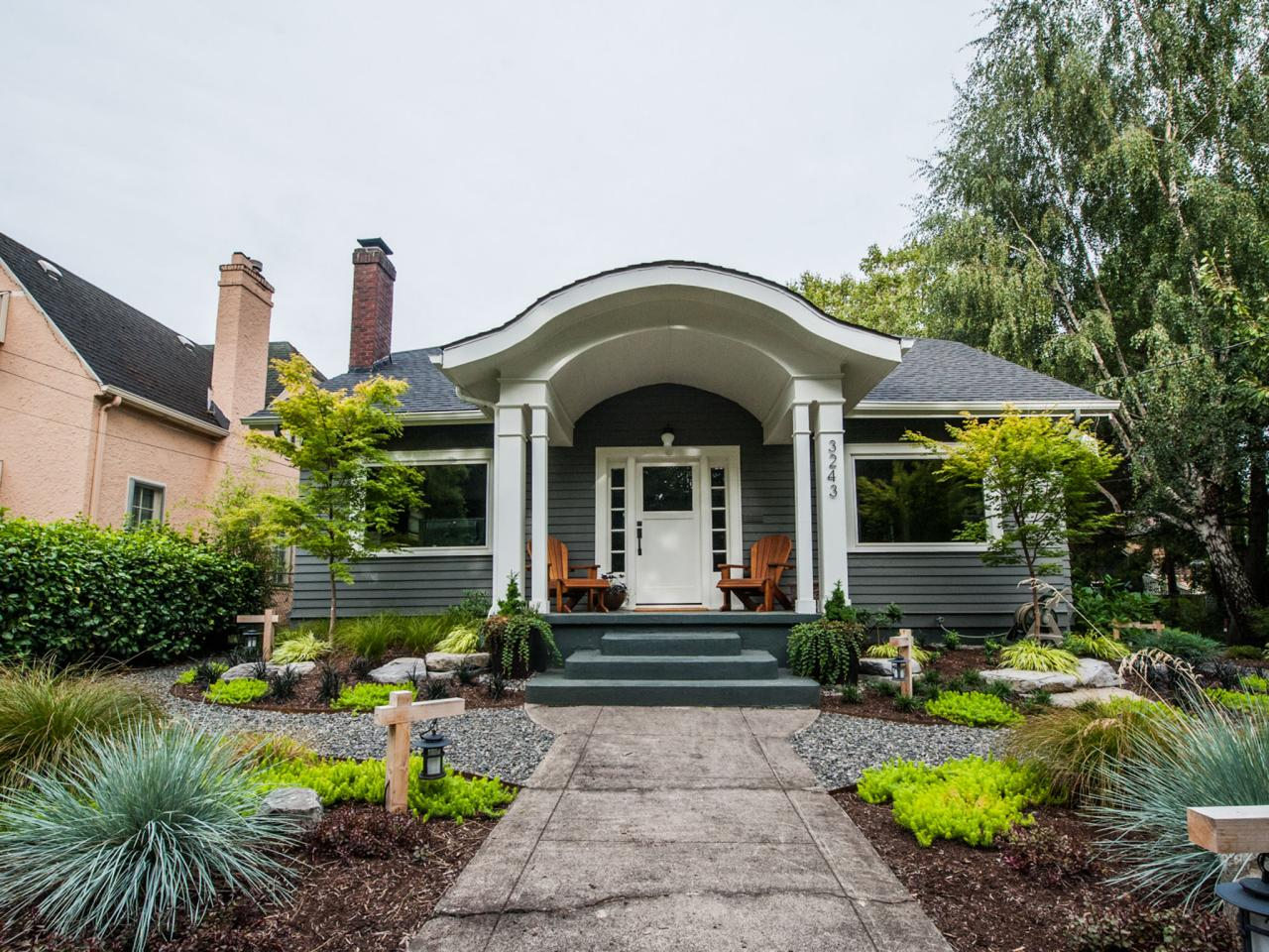 Curb appeal tips for craftsman style homes hgtv for Craftsman landscape design ideas