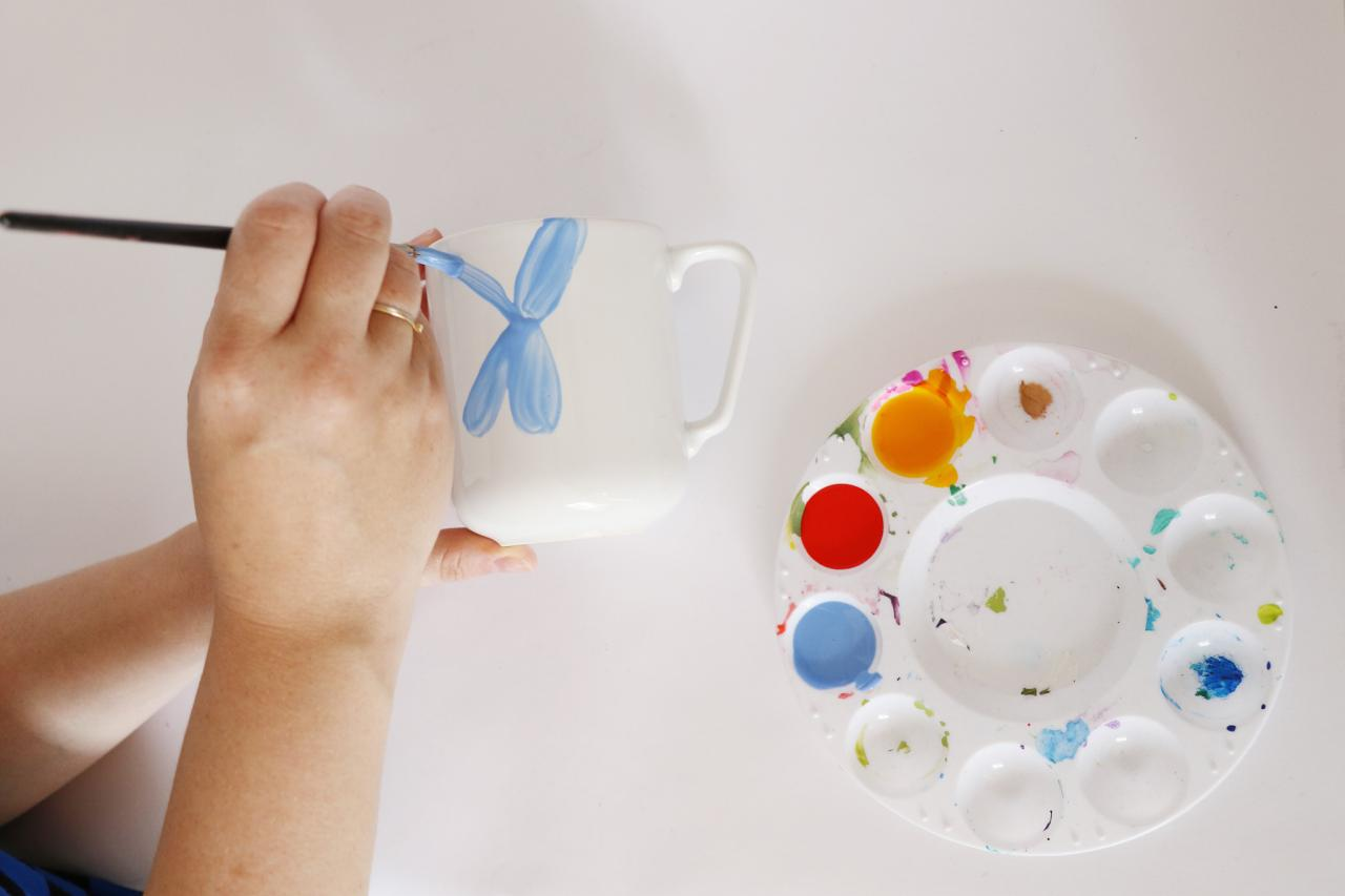 Coffee Cup Crafts How To Decorate A Coffee Mug Using A Porcelain Marker Hgtv
