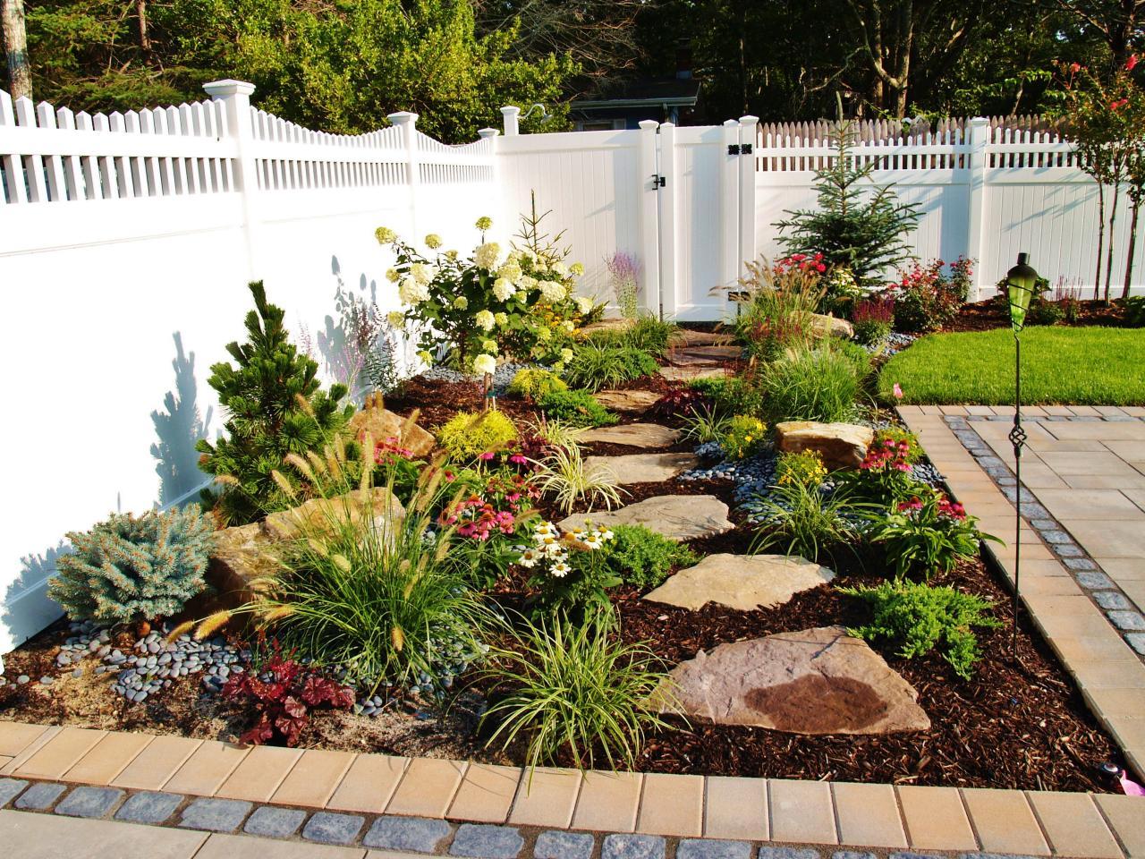 Stepping Stone Walkway to Outdoor Shower HGTV ~ 07234914_Gartengestaltung Ideen Mit Licht