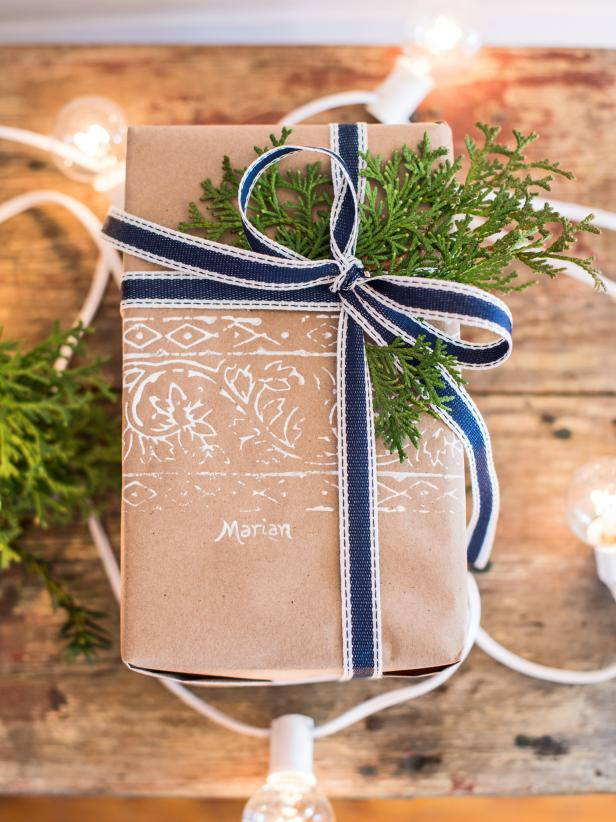 50 christmas gift wrapping ideas hgtv - Christmas Gift Decorations