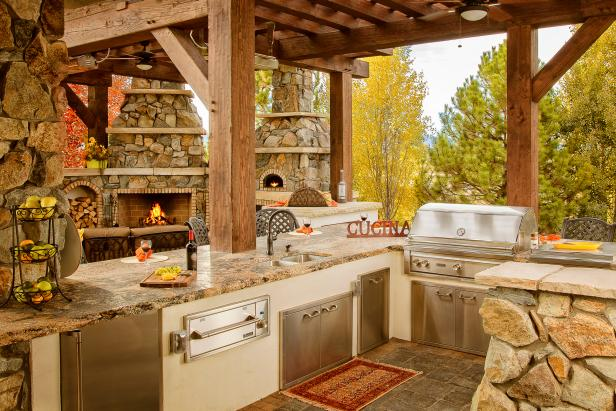 Pergola Offers Shade to Rustic Outdoor Kitchen