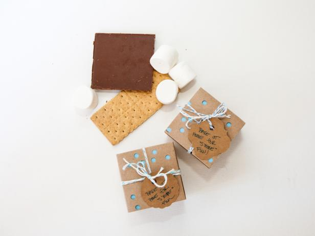 Help guests have s'more fun even after the party ends by gifting them with snacks of nostalgia as a nod to one of summer's most popular activities: traditional campfires!