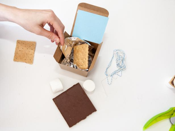 DIY S'mores Party Favor Boxes: Step 4