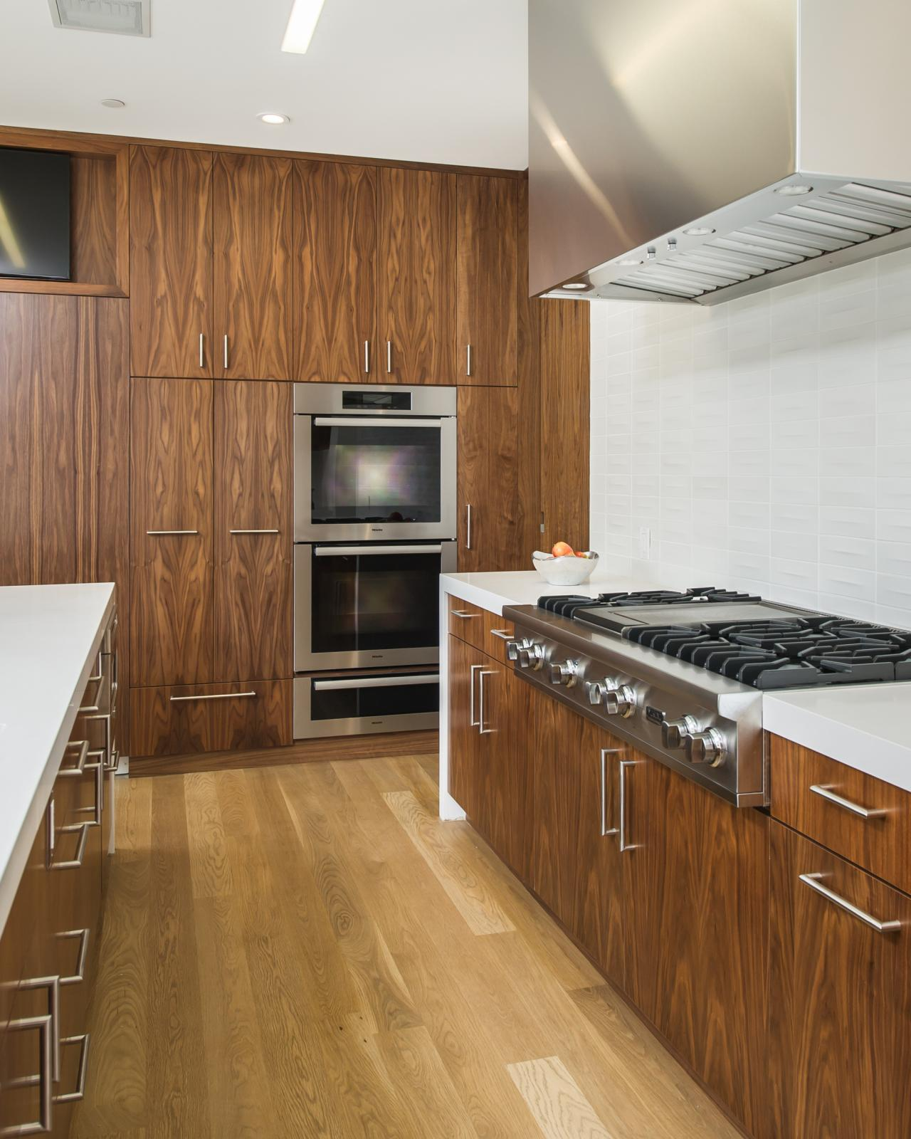 Modern White Kitchen Cabinets: Photo Page