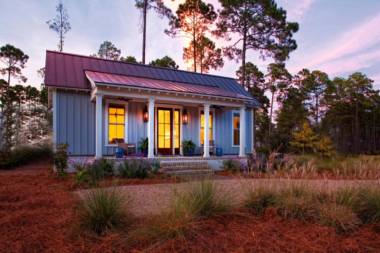 Lowcountry style tiny home provides guest design studio for Small modern farmhouse