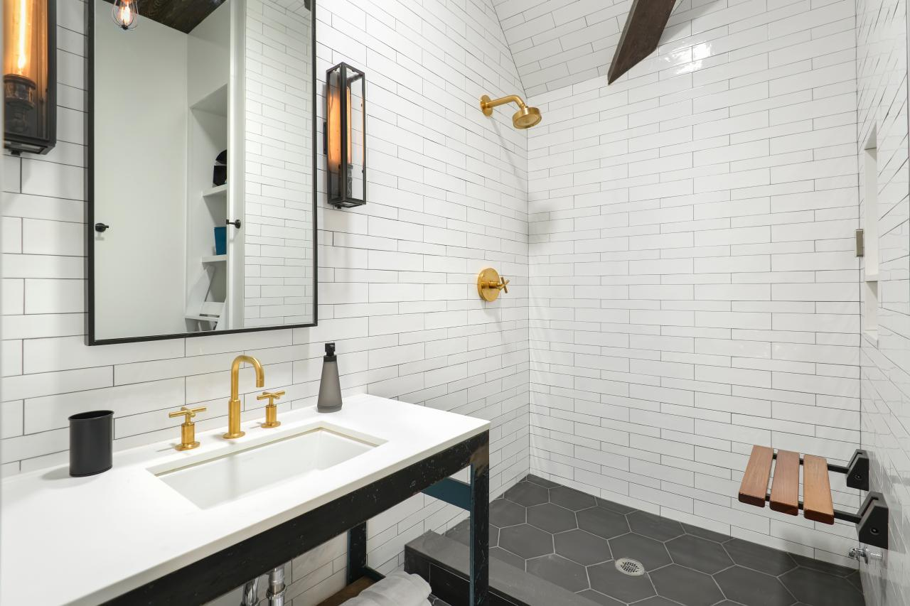 11 Budget Ways to Live Luxe in Your Bathroom | HGTV\'s Decorating ...