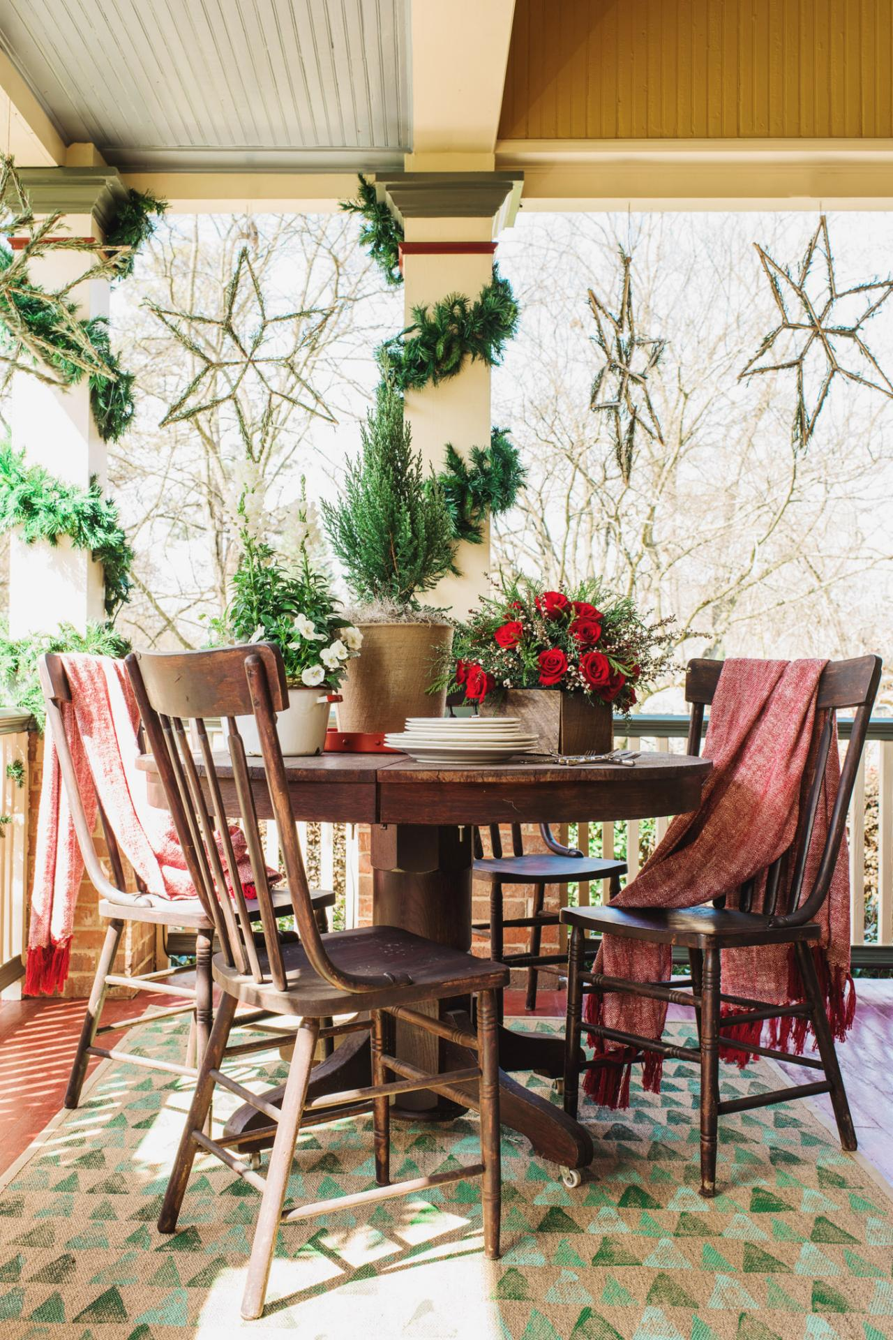 20 Festive Front Porch Decorating Ideas for the Holidays ...