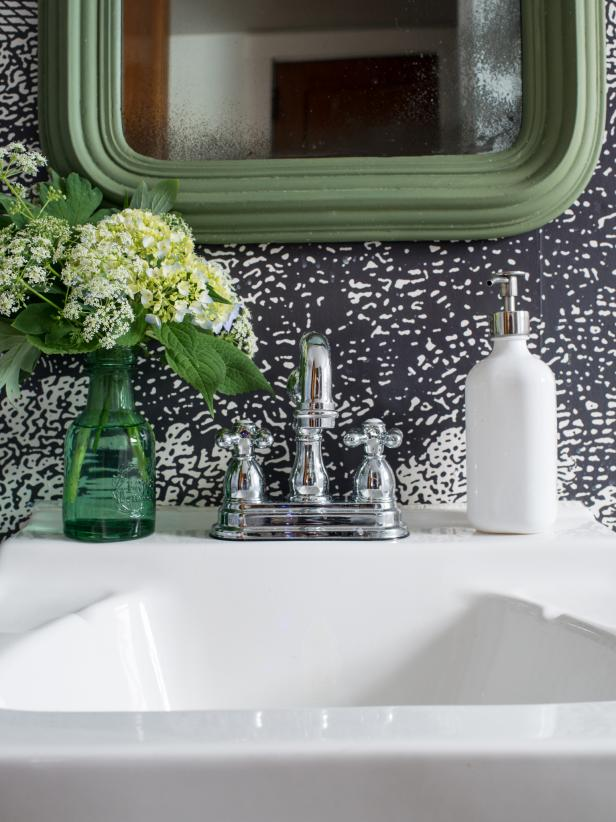 A great way to customize a bathroom is by replacing a builder-grade or outdated faucet with a new one that is suited to your decorating taste.  A project like that may be intimidating, but itâs an easy DIY project that can be done, in most cases, in under an hour.