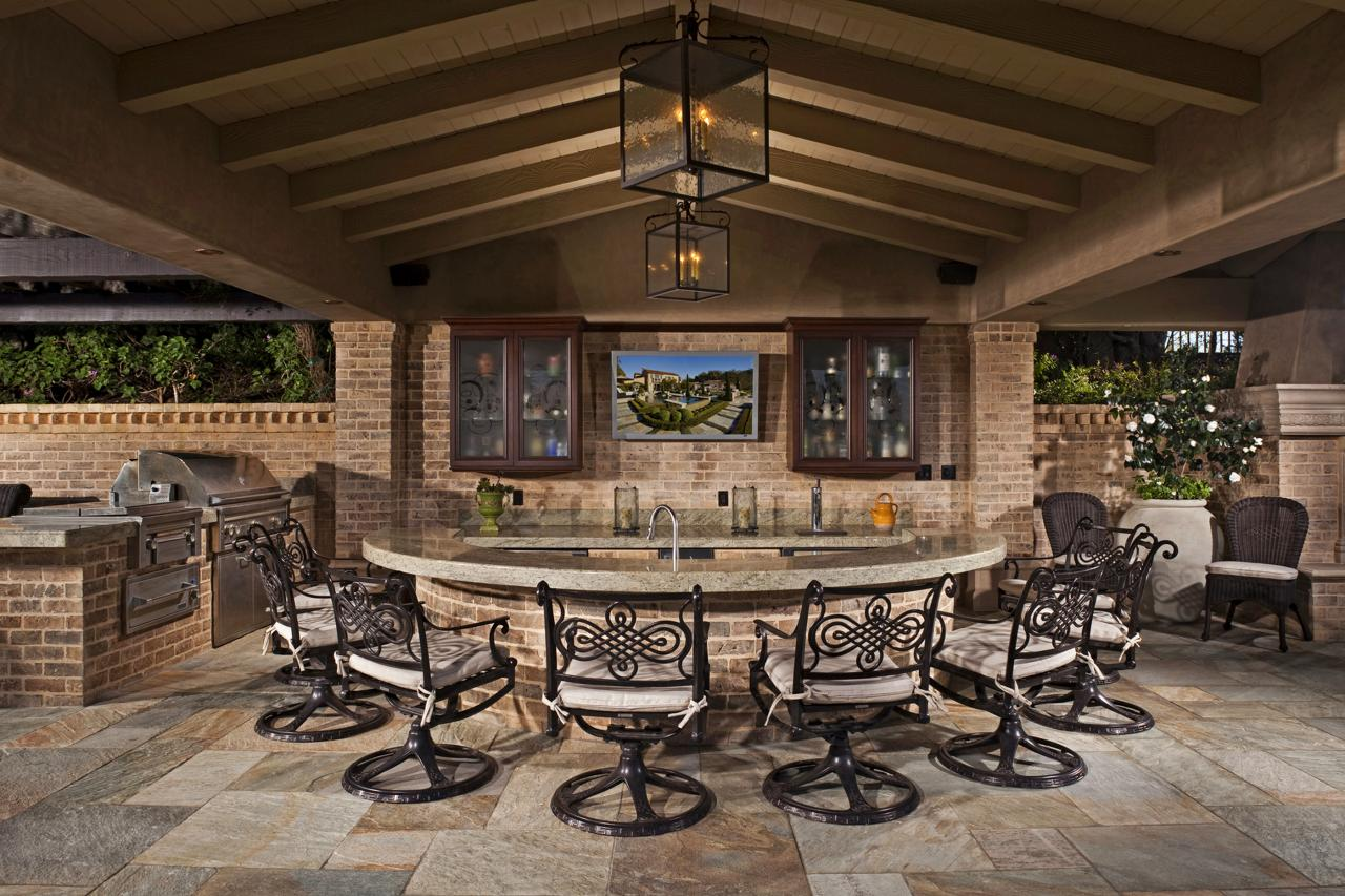 12 Gorgeous Outdoor Kitchens HGTVs Decorating amp Design