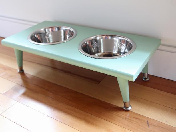Pet Feeding Station