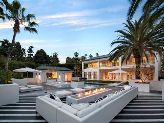 Stunning Backyard With Striped Marble Floor
