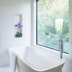 White Modern Bathroom With Soaking Tub