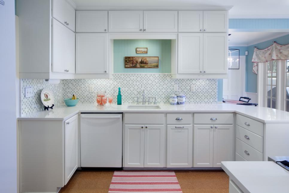Transitional Kitchen with White Cabinets