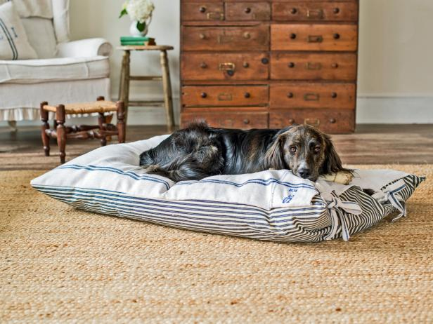 DIY Farmhouse-Style Dog Bed Cover
