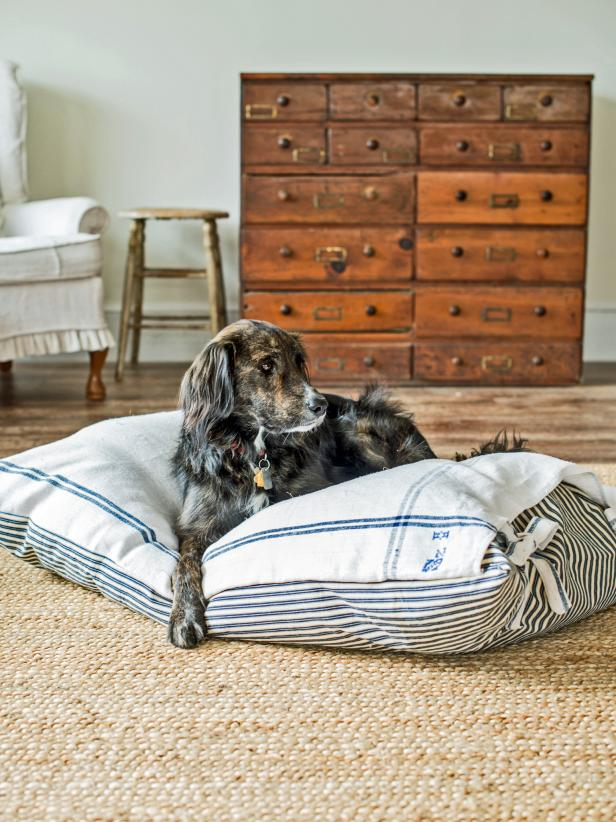 Make a washable cover for your fur-baby's bed that is oozing with charming farmhouse style. This simple sewing project can transform a bed your pet loves into one you love as well!