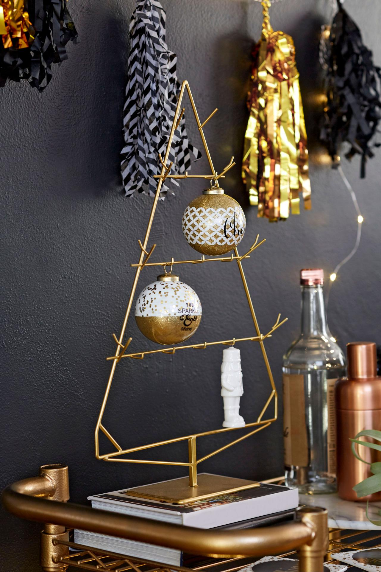 Black and Gold Decorating Ideas for Entertaining