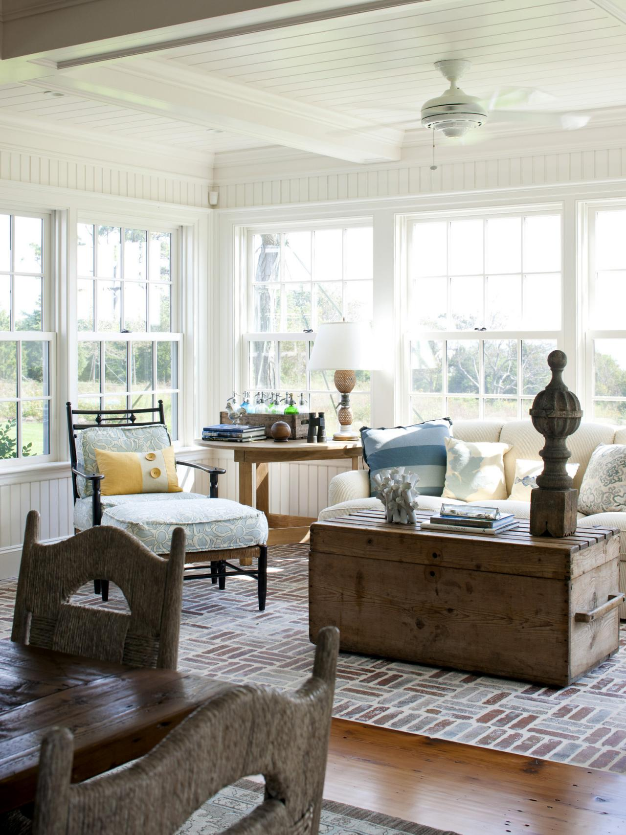 26 Gorgeous Sunroom Design Ideas | HGTV\'s Decorating & Design Blog ...