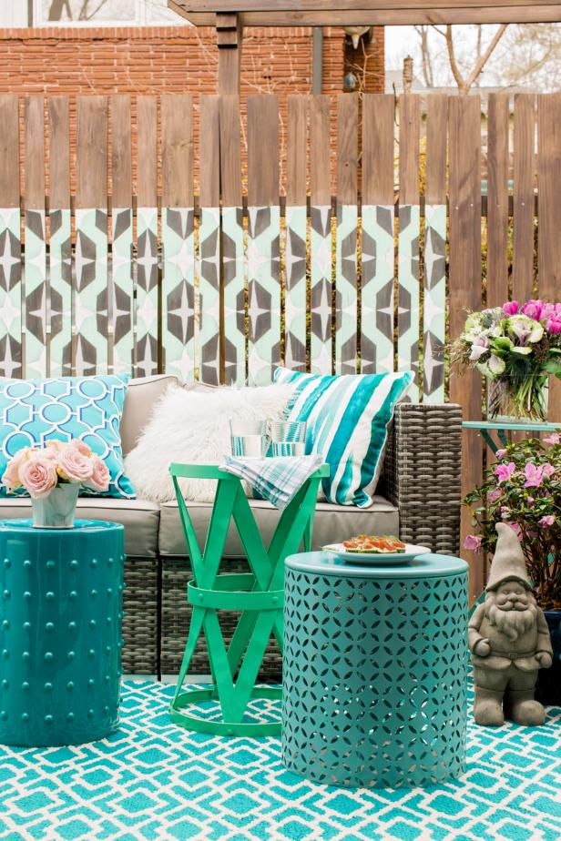 HGTV Spring House 2016: Wooden Fence With Painted Graphic Pattern