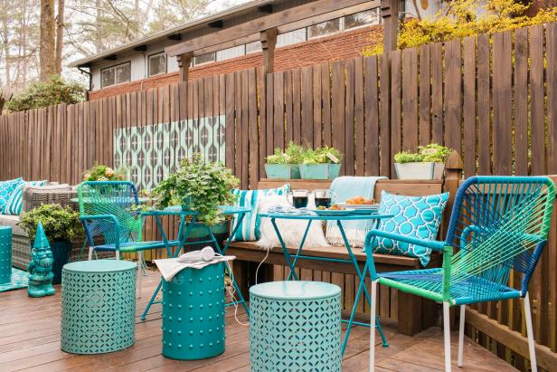 HGTV Spring House 2016: Cozy Outdoor Seating Area