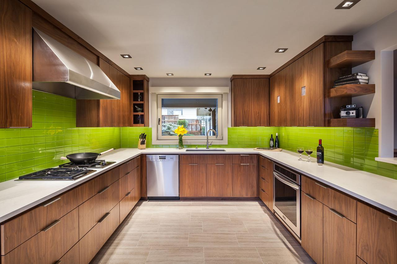 Kitchen Backsplash Ideas With Green Cabinets