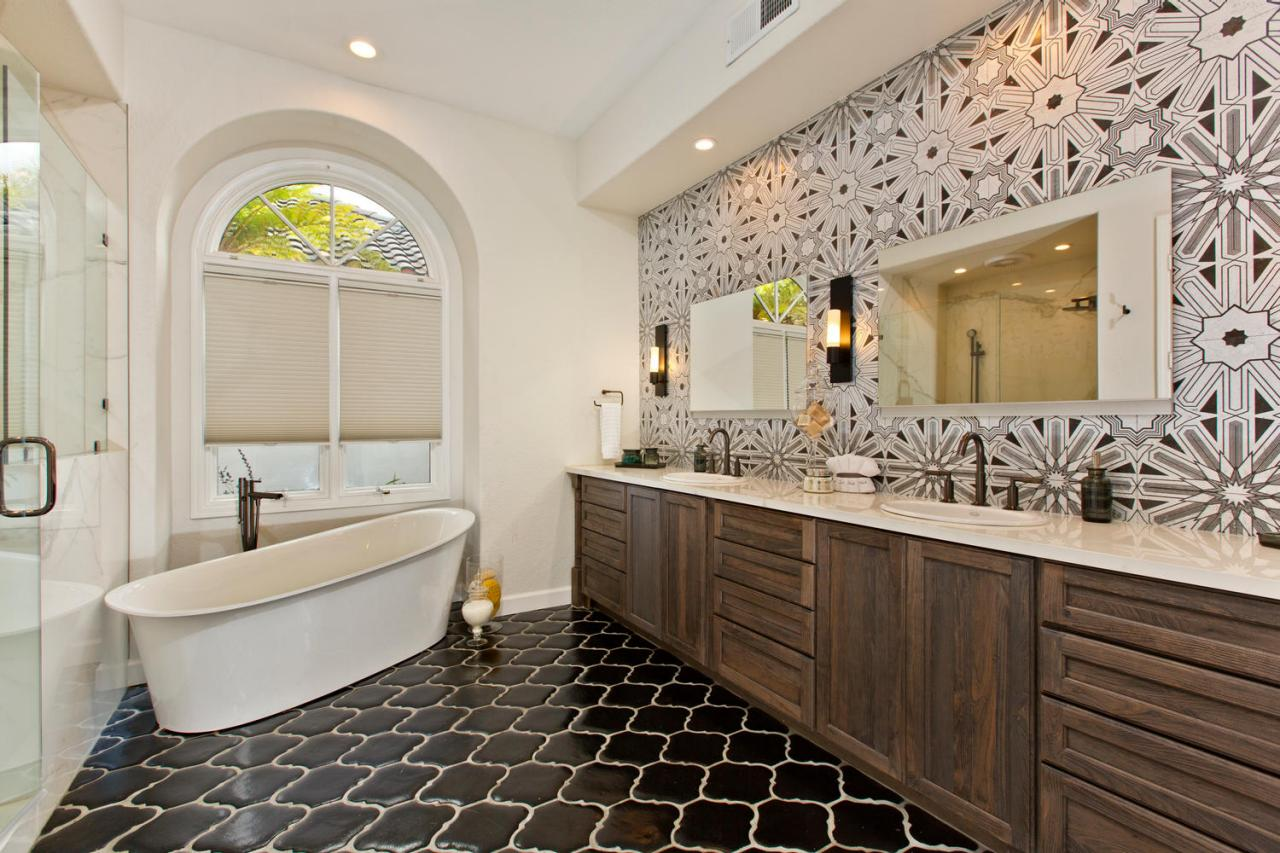 Master bathrooms hgtv for Bathroom designs photos