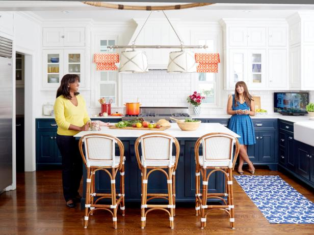 Charmant Cynthia Patton And Daughter Sarah In Blue And White California Kitchen